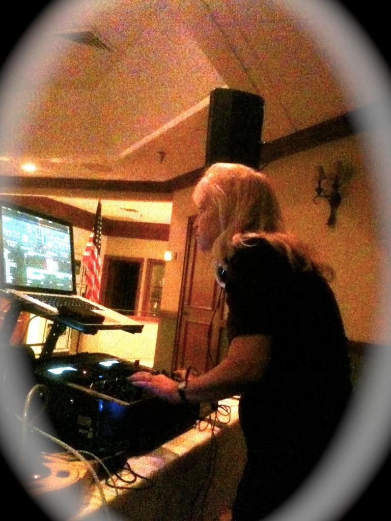 Tammy DJing-2
